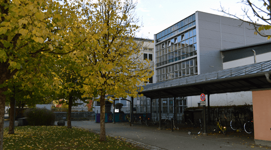 Schule Eingang